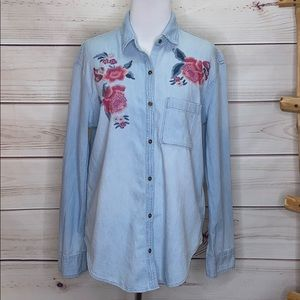 Hollister Chambray Embroidery Floral Rose Button S